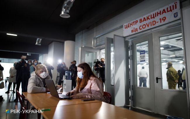 """""""Для этого не нужен стадион"""": Радуцкий критикует области, которые не открывают центры вакцинации"""