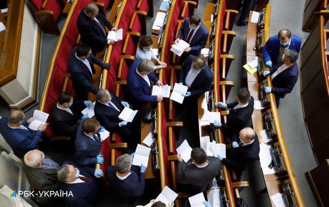 "Рада одобрила за основу закон Зеленского об ""инвестиционных нянях"""
