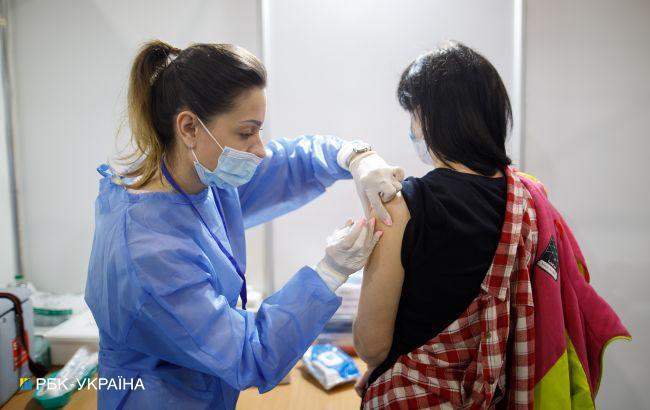 Ще майже 130 тисяч українців щепилися від коронавірусу