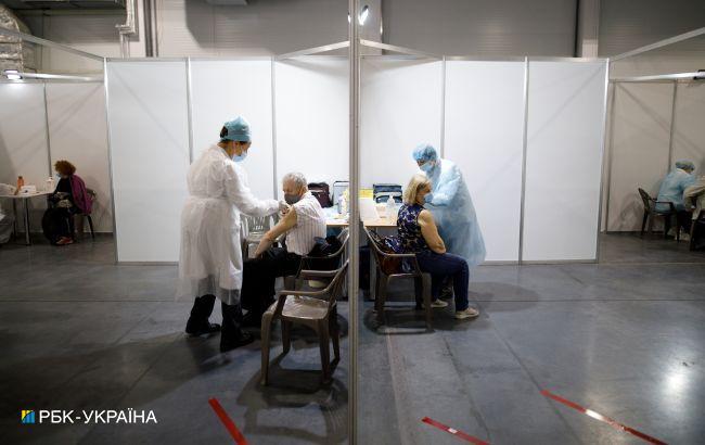 У Києві в понеділок почнеться вакцинація держслужбовців