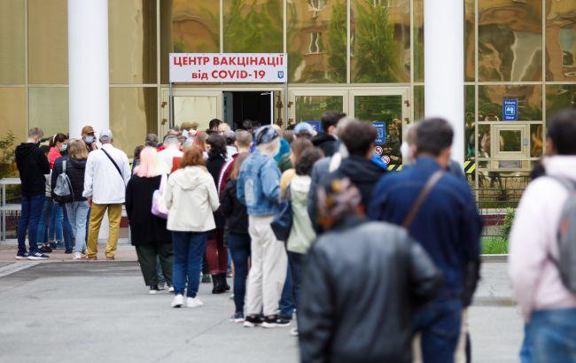 Киевлян призвали подписать декларацию с врачом для ускоренной вакцинации