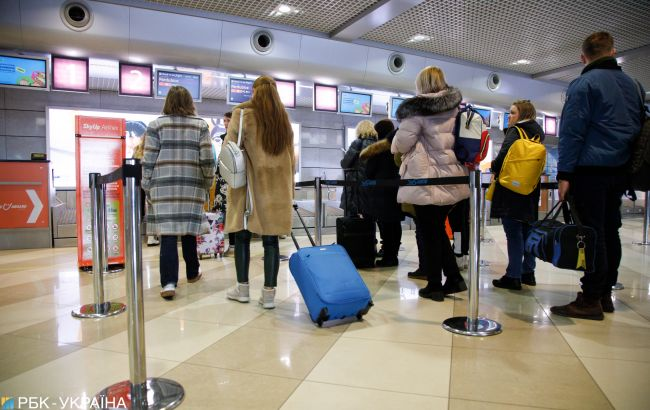 Чверть українців готові переїхати на Захід за умови надання громадянства