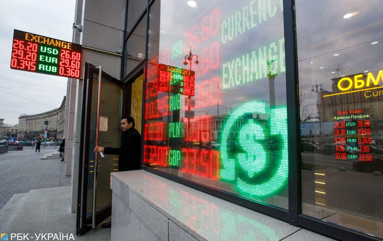 Готовь доллары с лета: укрепится ли курс гривны после ослабления карантина