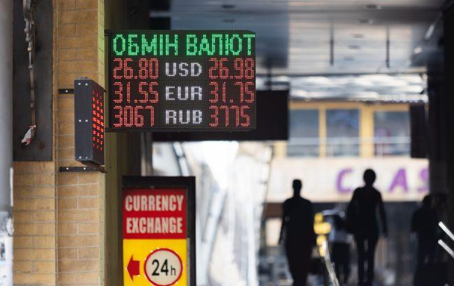Ситуация на валютном рынке: население в сентябре начало продавать доллары