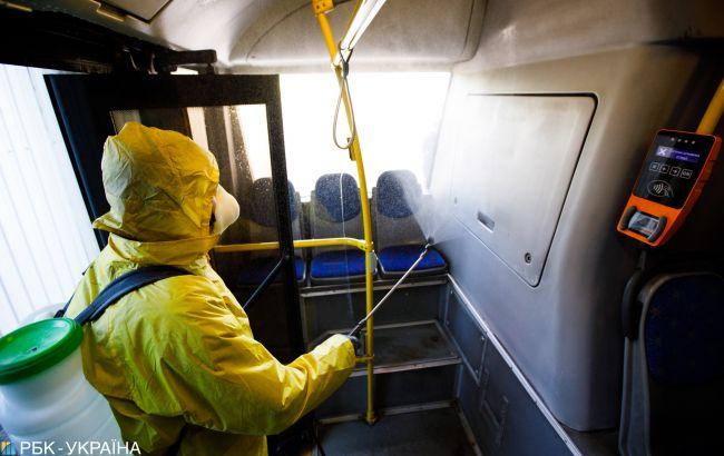 Вулиці Києва почали обробляти спецзасобами від коронавірусу