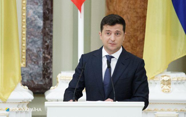 Зеленський: питання мови не на часі, українська - повністю захищена