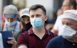 Ріст випадків продовжується: за добу в Україні 962 нових COVID-хворих