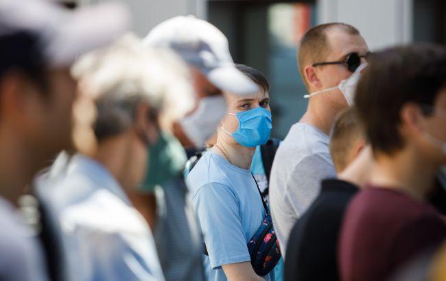 В Украине второй день почти 900 новых случаев коронавируса