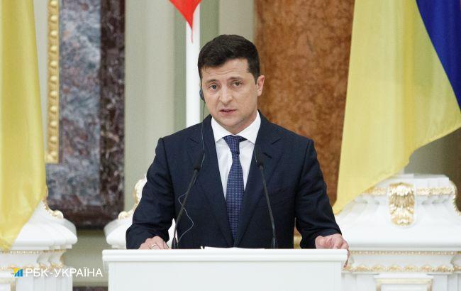 Зеленський попросив Раду відкласти його законопроект про перезапуск КСУ