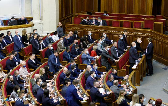 Пенсионный возраст для украинцев могут повысить: в Раде появился законопроект