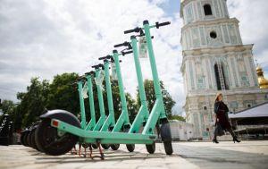 У Львові електросамокат визнали транспортним засобом. Суд оштрафував водія через ДТП