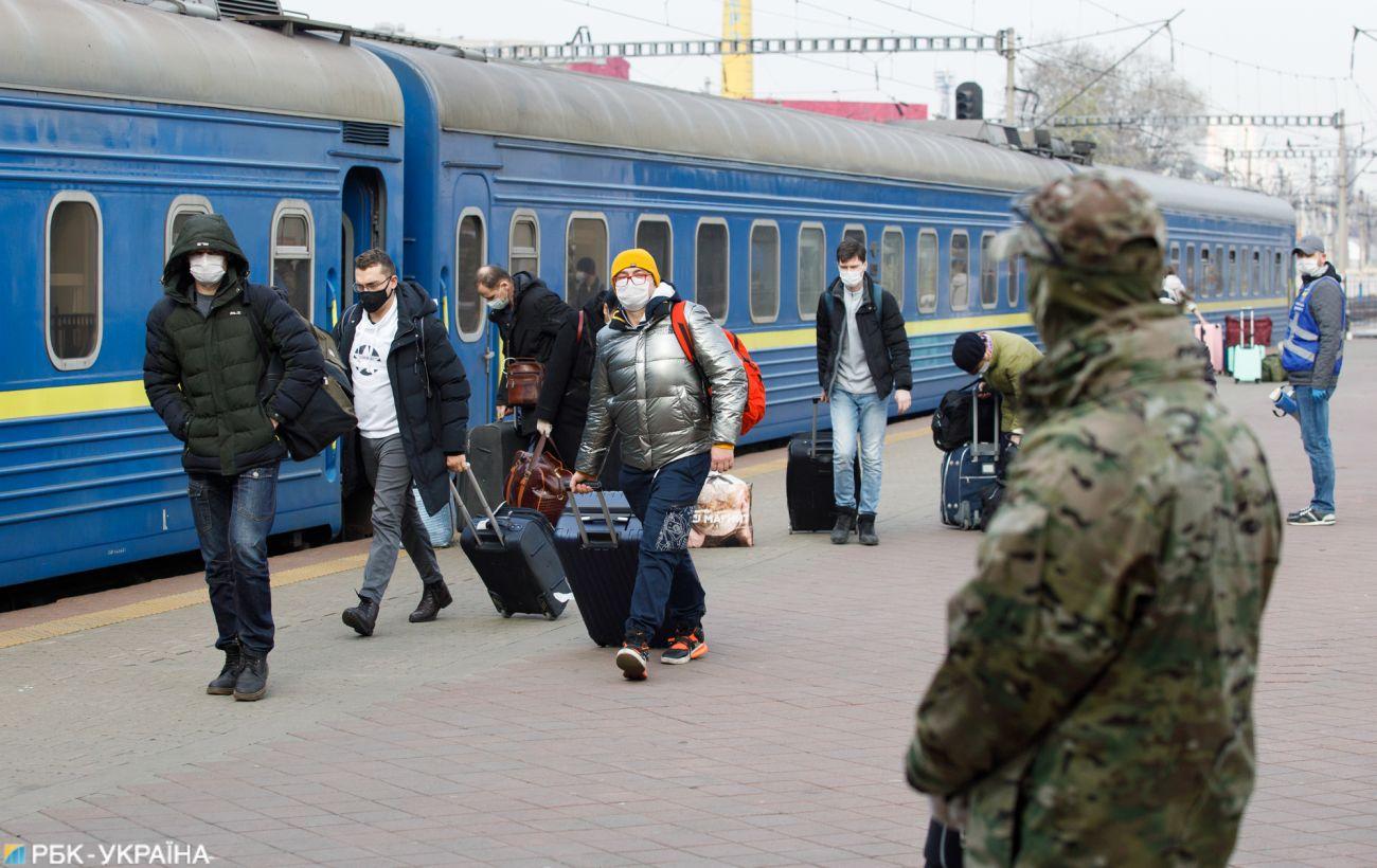 """""""Укрзалізниця"""" відновлює рух: коли та куди поїдуть потяги"""