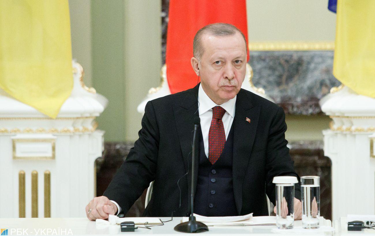 Эрдоган об обострении на Донбассе: ситуацию надо решать мирным путем