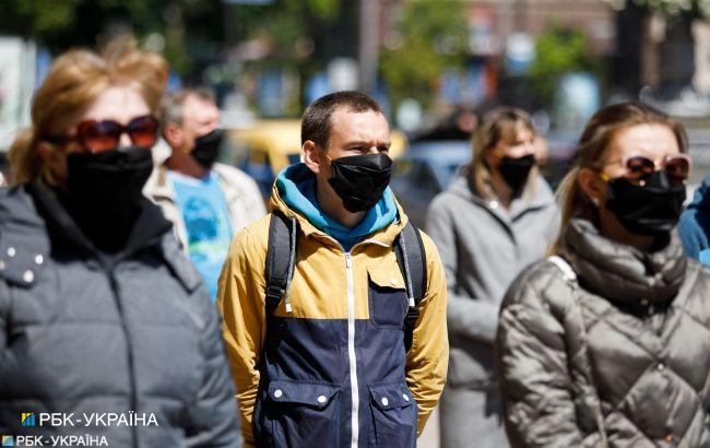 В Украине 6377 новых и впервые с января более 200 летальных случаев COVID