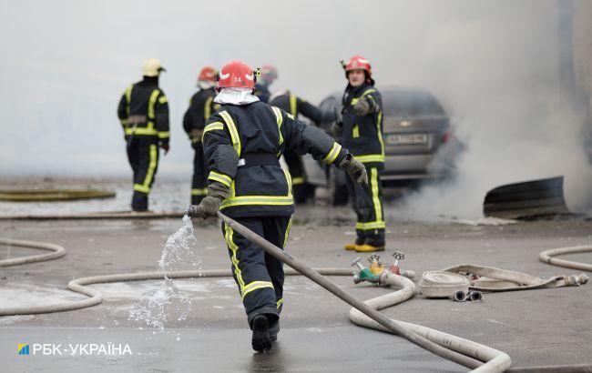 На Закарпатье ночью произошел масштабный пожар в цехе по производству брикета