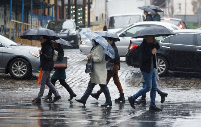 Дощі та +10: синоптики дали прогноз погоди до кінця тижня