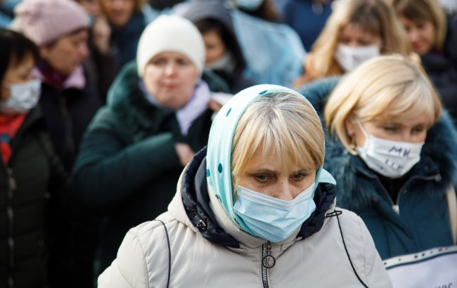 Українці назвали головну причину, яка не дає перемогти COVID, - опитування