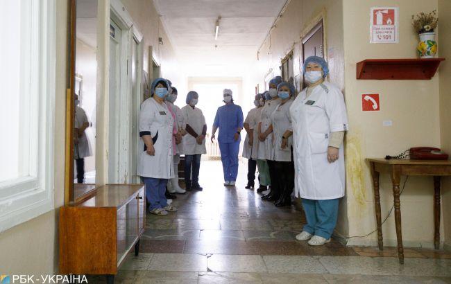 В Броварах незнакомец проник вдетскую больницу и пырнултесаком медсестру