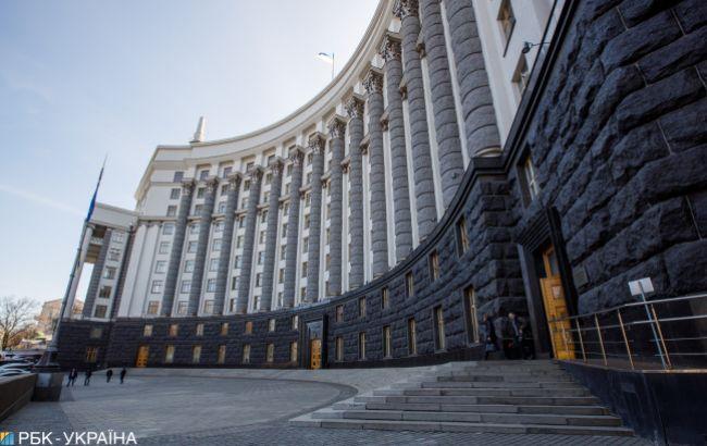 Кабмин запретил увольнять госслужащих во время карантина