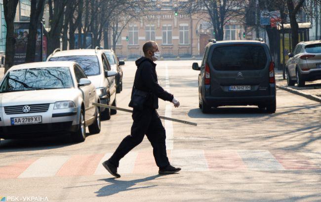 Більше третини українців припинили працювати після початку карантину