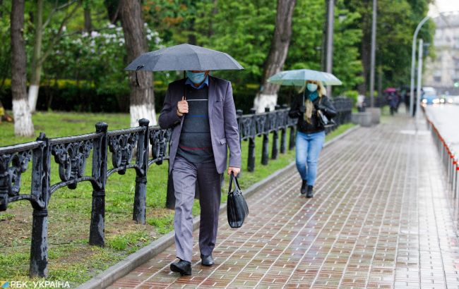 Штормы, похолодание и ливни: в Украину идет жуткая погода