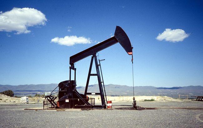 Эксперты впервые за полгода понизили прогноз по ценам на нефть, - Reuters