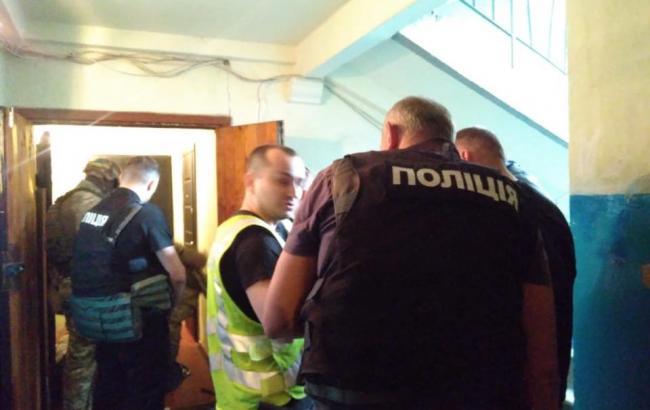У Києві чоловік захопив у заручники дітей і погрожував стріляниною