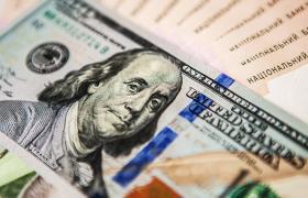 Фото: доллар и гривна (Юлия Березовская, пресс-офис НБУ)