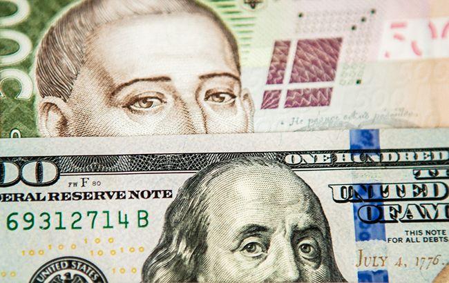 Міжбанк закрився невеликим зниженням курсу долара