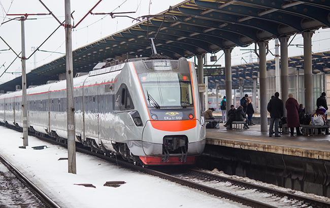 """""""Укрзализныця"""" назначит минимум 30 дополнительных поездов на новогодние праздники"""