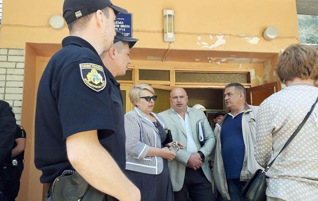 У Павлограді в школі розпилили невідому речовину, евакуювали майже 700 учнів