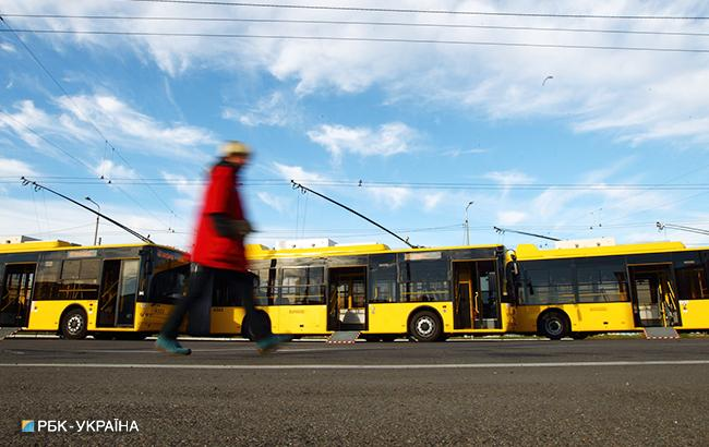 Через два месяца проезд в столичных троллейбусах, автобусах и трамваях вырастет в два раза. (Фото: РБК-Украина)