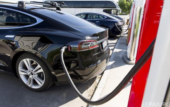 Фото: зарядка электрокара (ЕРА/UPG)