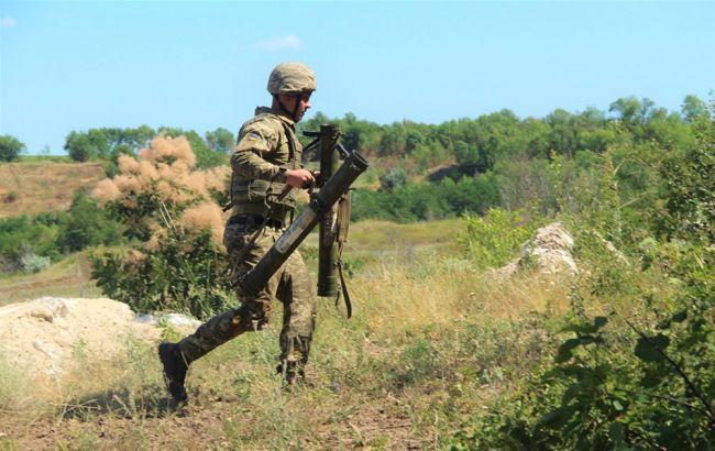 На Донбасі з початку доби бойовики тричі прицільно обстріляли позиції ООС