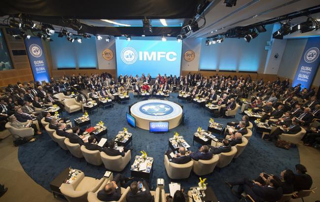 МВФ виділив Україні перший транш кредиту за новою програмою