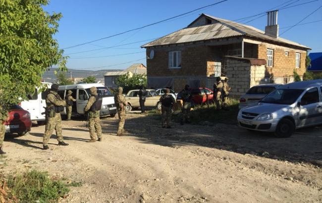 Фото: обшуки в Криму (facebook.com/crimeansolidarity)