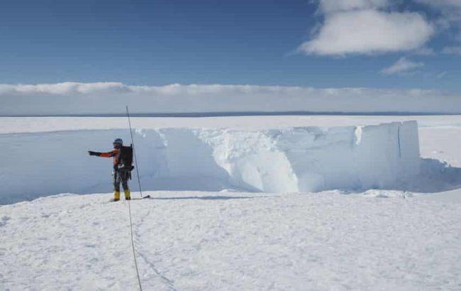 В Антарктиде откололся айсберг больше Киева: впечатляющие кадры