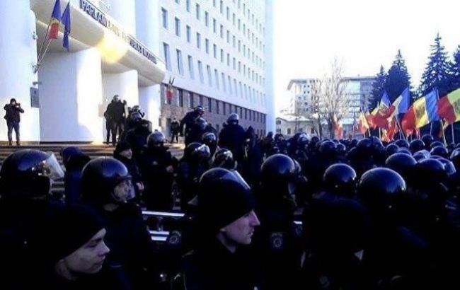 Фото: во время штурма парламента Молдовы пострадали 6 человек