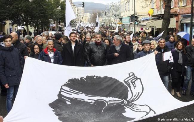 Фото: марш в Корсике (Deutsche Welle)