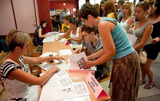 Завтра останній день реєстрації абітурієнтів з АТО та Криму на здачу ЗНО (фото УНІАН)