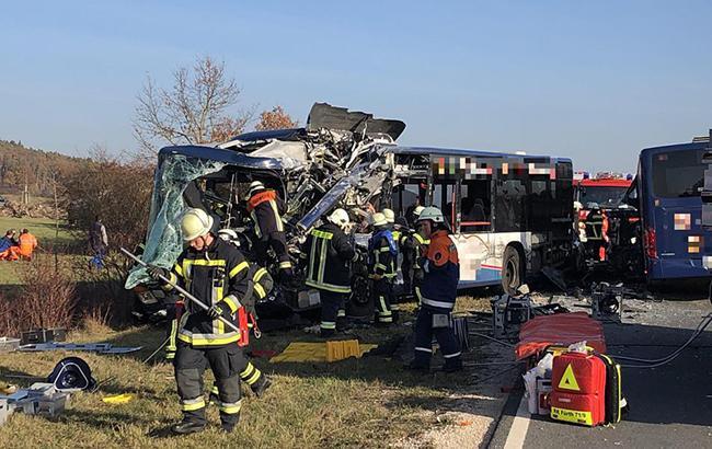 У Німеччині зіткнулися два шкільних автобуси, постраждали 19 людей