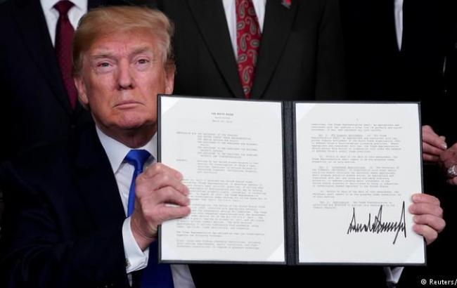 Дональд Трамп подписал меморандум овведении торговых ограничений вотношении Китая