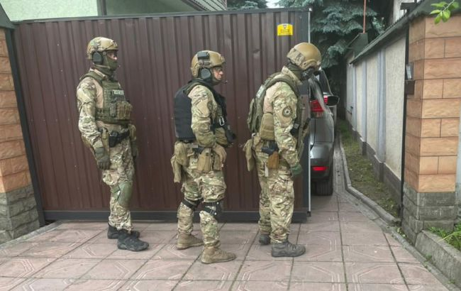 Под Днепром вооруженный подозреваемый в убийстве сдался после 13-часовых переговоров