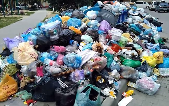 Во Львове дети играют почти на горах мусора