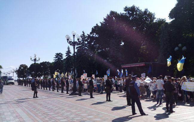 Фото: митинги под Верховной Радой