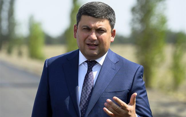 Гройсман поручил рассмотреть возможность ограничения полетов на востоке Украины