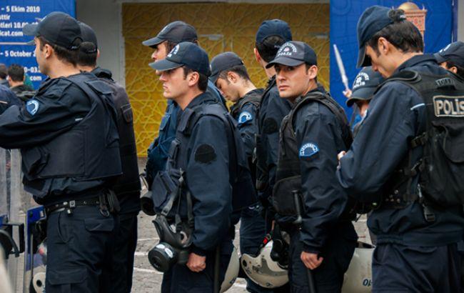 Мощный взрыв прогремел в Турции — целью был полицейский автомобиль