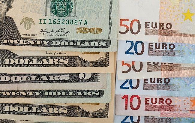 Доллар дешевеет после решения ФРС сохранить ставку