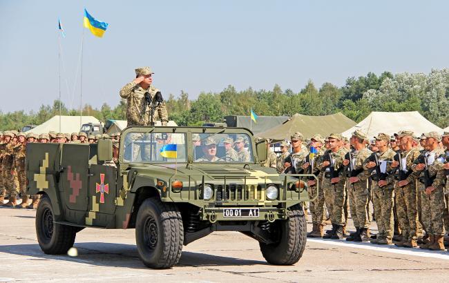 Фото: в параді 24 серпня беруть участь понад 4 тисячі військових