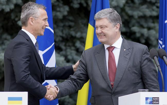 Порошенко объявил  обезальтернативности курса навступление Украины вНАТО
